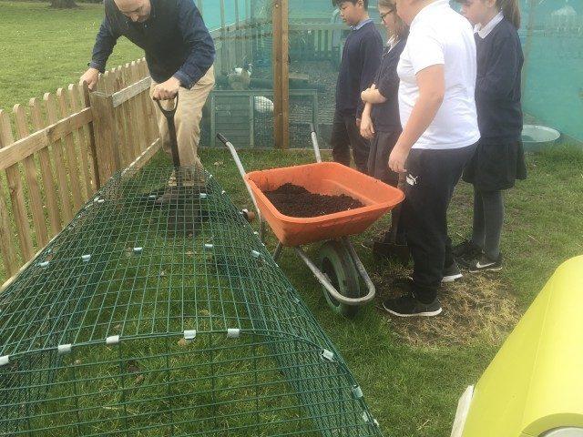 Friday 8th March – Turner get gardening | Wensum Junior School